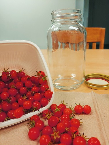 Photo with jar and tomatoes